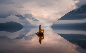 Picture girl, mountains, fog, lake, reflection