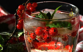 Picture glass, bubbles, glass, berries, the dark background, sprig, glass, ice, cold, drink, red, mint, currants, …