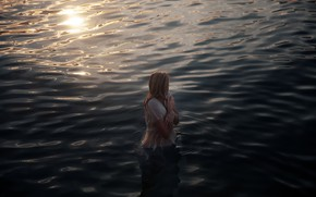 Picture girl, in the water, cold, Lichon, Shivering