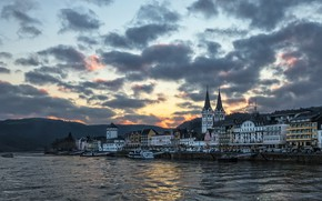 Picture the city, the evening, Rhine