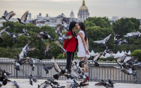 Picture birds, the city, girls, date