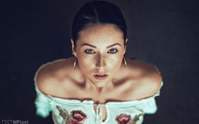 Picture look, girl, face, background, portrait, earrings, neckline, freckles, shoulders, freckled, Wojtek Polaczkiewicz, Agata Socha