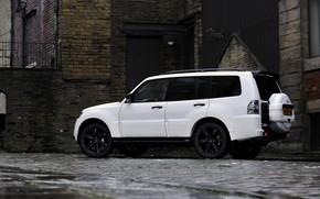 Picture white, house, wall, brick, Mitsubishi, 2012, Black, Pajero, SUV, Shogun, the five-door, Montero