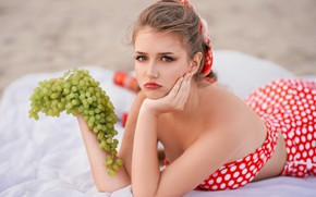 Picture girl, berries, grapes, bunch, shoulders, the bodice, Rus, Photographyzp Yana