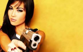 Picture look, gun, background, Girls, beautiful girl