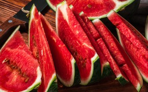 Picture red, Board, watermelon, the flesh, knife, pieces, pieces, a lot, slices, juicy, ripe, chopped