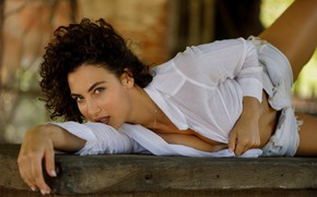 Picture cleavage, shorts, woman, beautiful, beauty, brunette, look, pose, lying down, necklace, curls, Gena Miller