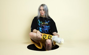 Picture hair, shorts, blonde, socks, singer, sneakers, singer, Billie Eilish, Billy Iles