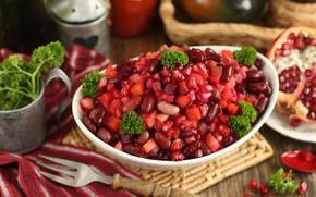 Picture garnet, salad, vinaigrette