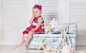 Picture Look, dress, Girl, baby, Suitcase, Sitting, Starfish
