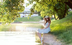Picture grass, the sun, trees, pose, smile, river, model, portrait, hat, makeup, figure, dress, hairstyle, brown …