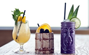 Picture glasses, lime, wood, cocktails, BlackBerry