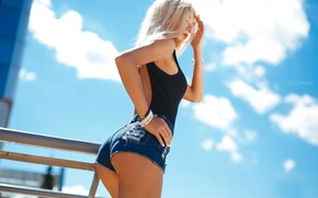 Picture the sky, the sun, clouds, pose, model, shorts, makeup, Mike, figure, hairstyle, blonde, railings, is, …