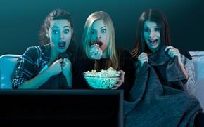 Picture girls, movie, fear, sofa, popcorn