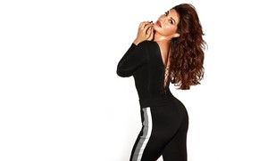Picture girl, hot, sexy, beautiful, figure, model, brunette, pose, indian, actress, celebrity, bollywood, Jacqueline fernandez
