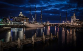 Picture night, the city, port, Harlingen Port