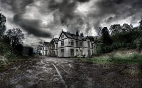 Picture the sky, house, the darkness
