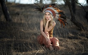 Picture girl, feathers, Vicky