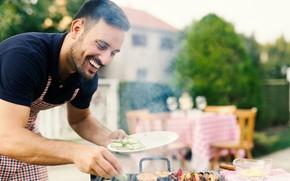 Picture summer, joy, house, mood, yard, male, grill, приготовление еды, грилование