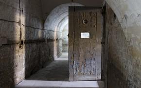 Picture wall, the door, corridor