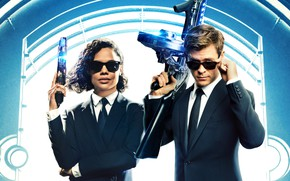 Picture weapons, two, Men in Black International
