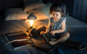 Picture books, lamp, bed, girl, lantern, bed