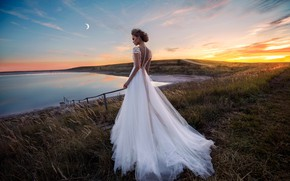 Picture field, grass, lake, model, dress, the bride