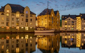 Picture the city, reflection, boat, home, the evening, lighting, Norway, Bay, the hotel, Alesund, Александр Безмолитвенный
