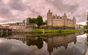 Picture the sky, water, clouds, trees, clouds, bridge, reflection, river, castle, overcast, France, home, channel, Josselin …