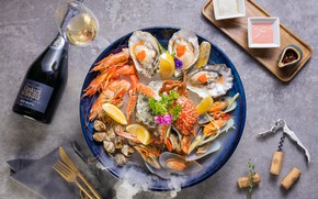 Picture champagne, shrimp, mussels, cuts, shellfish