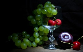 Picture green, the dark background, glass, grapes, fruit, still life, cherry, figs