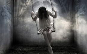 Picture girl, swing, horror
