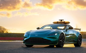 Picture Aston Martin, Vantage, Formula 1, racing track, 2021, F1 Safety Care