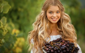 Picture smile, grapes, girl