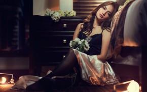 Picture girl, light, decoration, flowers, room, skirt, earrings, brown hair, top, light bulb, chest, brooch, bry …
