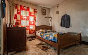 Picture room, bed, braid, jacket, naturalism