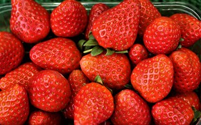 Picture macro, berries, food, strawberry, red, a lot, ripe, in the container