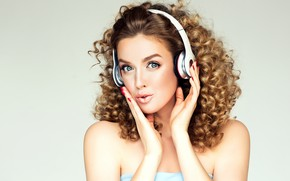 Picture girl, headphones, blonde, Sofia Zhuravets'