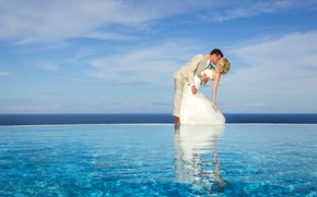 Picture sea, the sky, the sun, clouds, kiss, pool, horizon, pair, two, the bride, lovers, the …