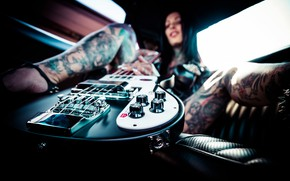 Picture machine, girl, guitar