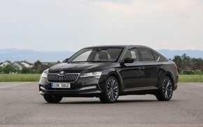 Picture sedan, Skoda, Skoda, four-door, Superb, 2020, at the site, the color is a dark unfiltered …