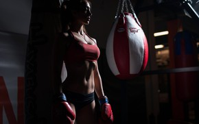 Picture woman, shadows, Boxing