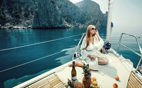 Picture sea, girl, pose, mood, yacht, glasses, beauty, champagne, peaches, pineapples