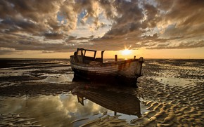 Picture shore, boat, stranded