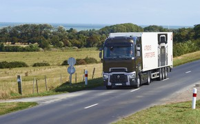Picture road, field, truck, Renault, tractor, Congress, 4x2, the trailer, Renault Trucks, T-series