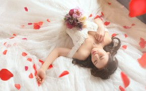 Picture chest, girl, happiness, flowers, pose, smile, style, mood, white, sleep, roses, bouquet, hands, petals, dress, …