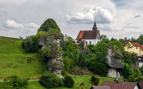 Picture greens, the sky, grass, clouds, trees, rock, stones, home, Germany, Bayern, Church, the bushes, Hollfeld