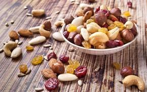 Picture nuts, raisins, cashews