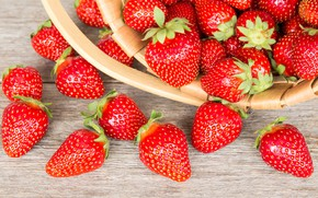 Picture berries, strawberry, basket, wood