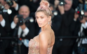 Picture pose, model, Hailey Baldwin